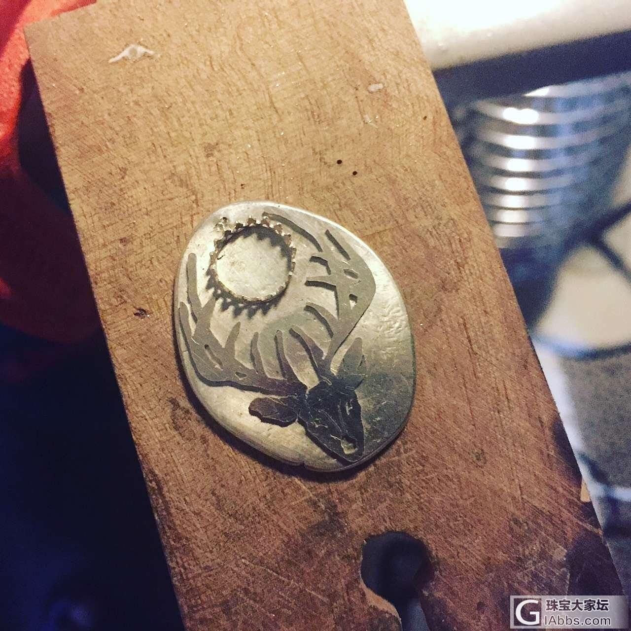 做一枚鹿牌送给姓鹿的朋友 --NARWHAL_蜜蜡吊坠金工银